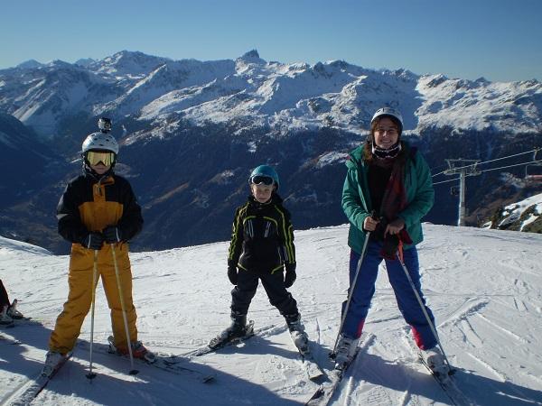 Louis, Elie et Emilie sur les pistes.